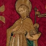 Drap de faristol<br /> Dibuix atribuït a Joan Antigó.<br /> S. XV <br /> Domàs i seda, brodat.<br /> 262 x 55<br /> Núm. Inv. 121