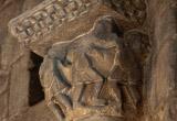 Capitell d'una de les columnes emplaçades a la girola